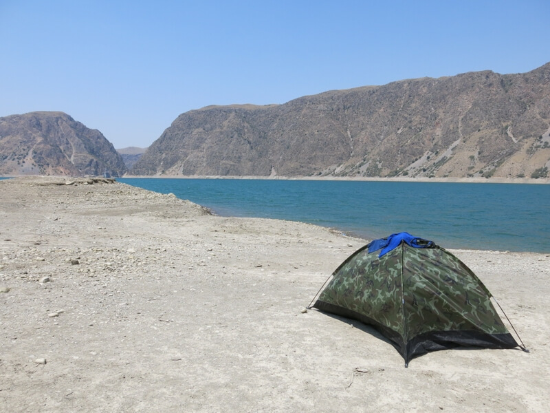 Pri jazere v Kirgizsku