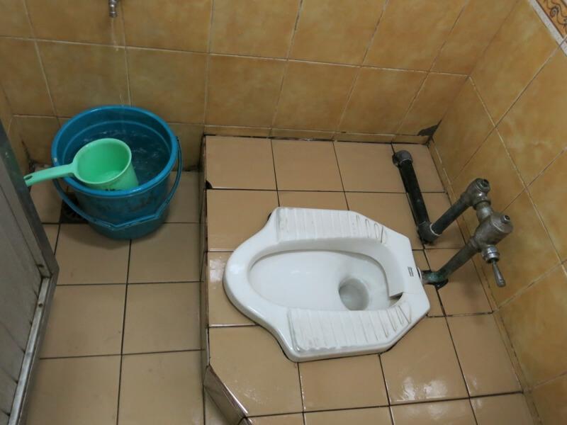 Indonézsky záchod a sprcha v jednom