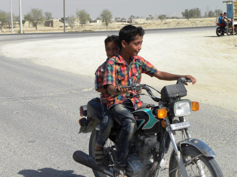 Chlapci na ostrove Qeshm v Iráne